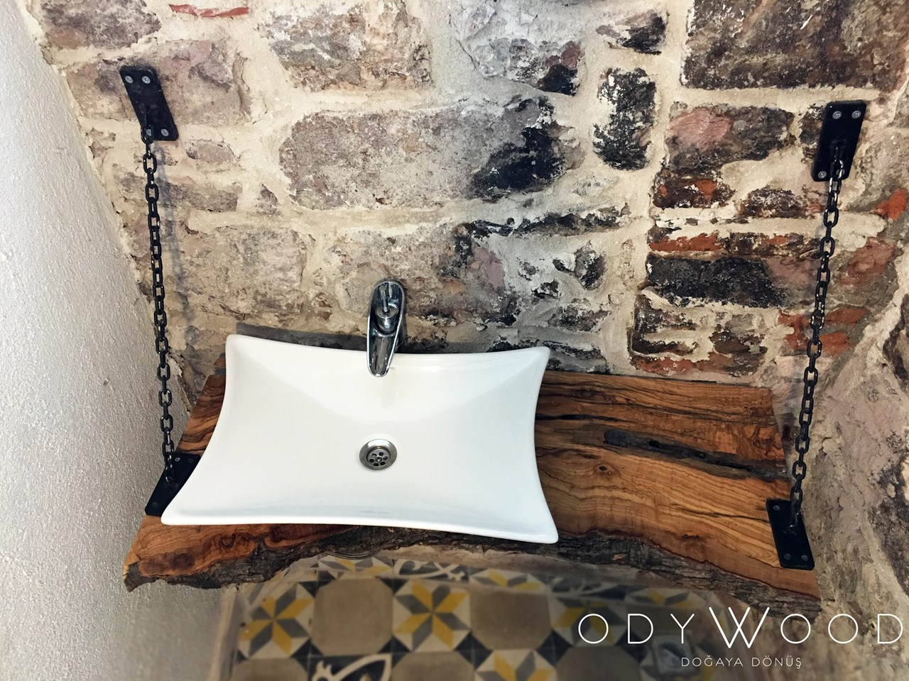 Olive Wood Washstand with Chains'in resmi