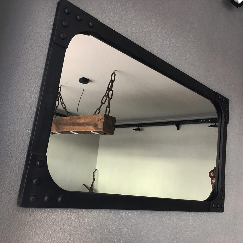 Conca Industrial Style Metal Mirror'in resmi