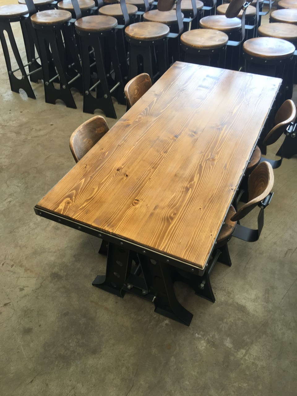 ROCK! Industrial Metal Table'in resmi
