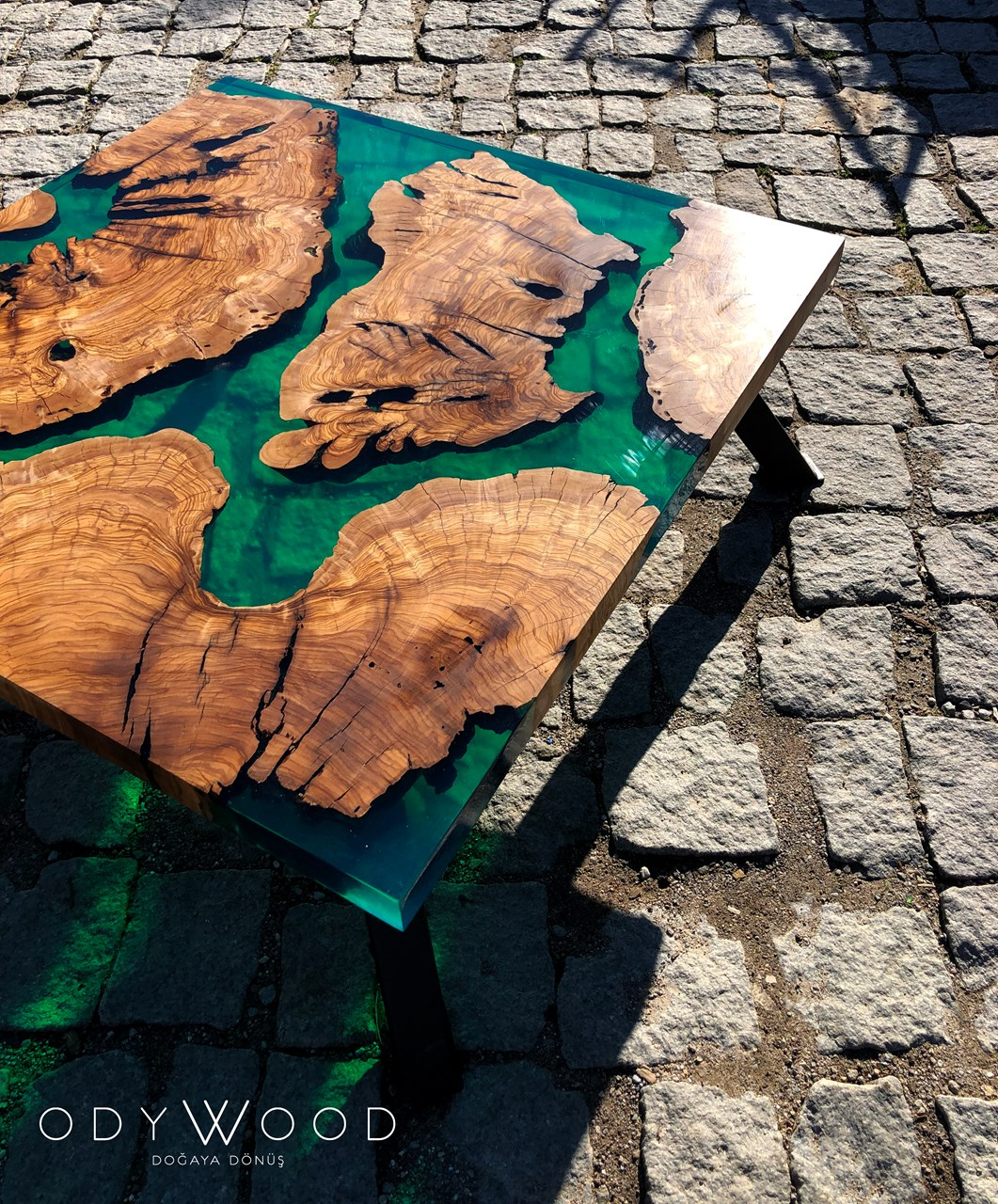 Stonz Epoxy Coffee Table'in resmi