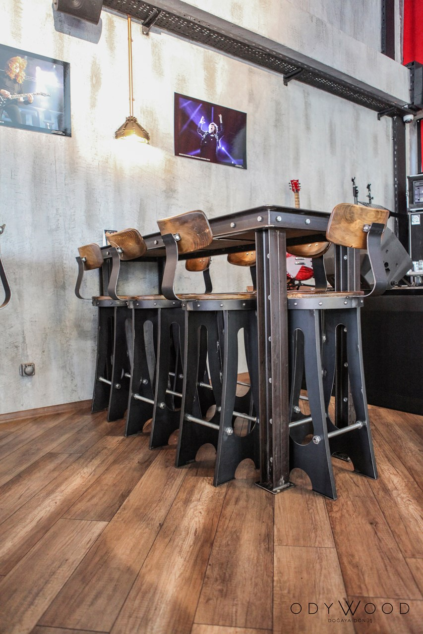 bato-industrial-bar-table