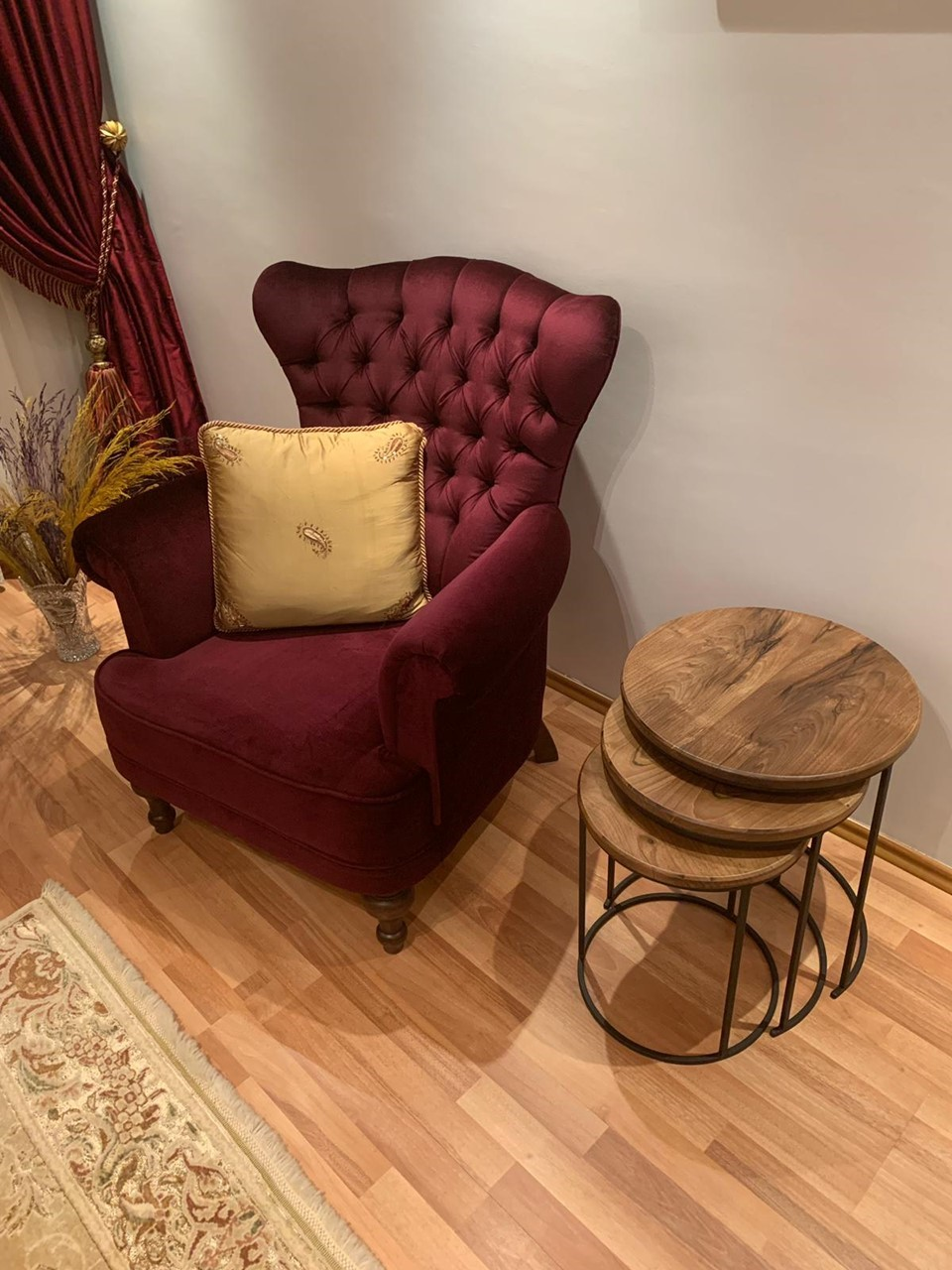 Sris Walnut Wood Side Table Set'in resmi