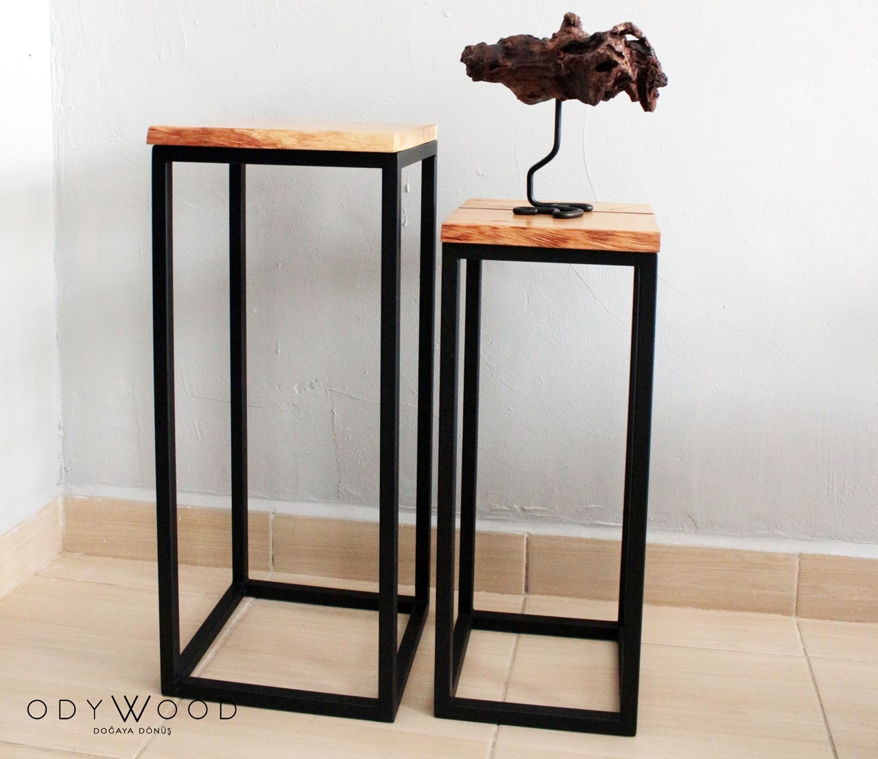 Towers Coffee Table Set of Two'in resmi