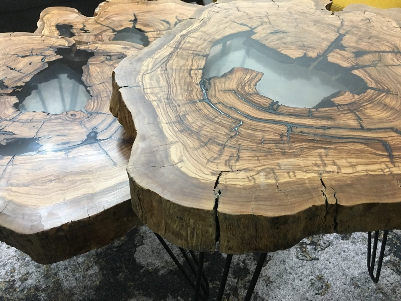 Levels Olive Wood Coffee Tables with Epoxy Fill'in resmi