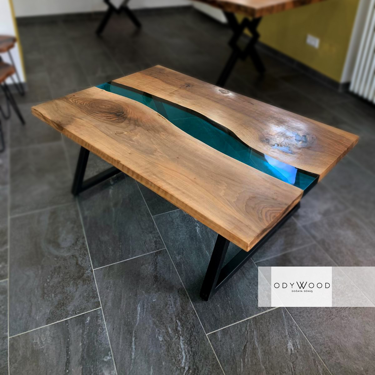 Resin River Epoxy Coffe Table - Colored'in resmi