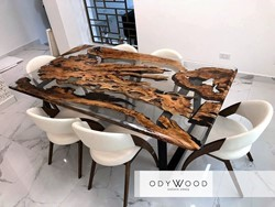 transparent-dining-table-with-epoxy-resin-and-olive-wood-custom