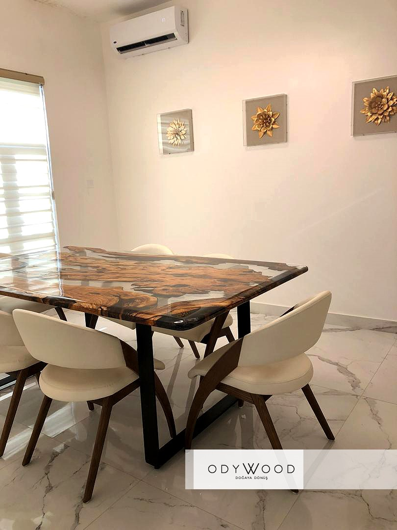 Transparent Dining Table with Epoxy Resin and Olive Wood - Custom'in resmi