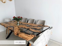 live-edge-epoxy-resin-dining-table
