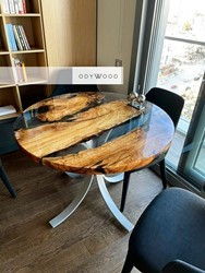 round-transparent-epoxy-resin-dining-table