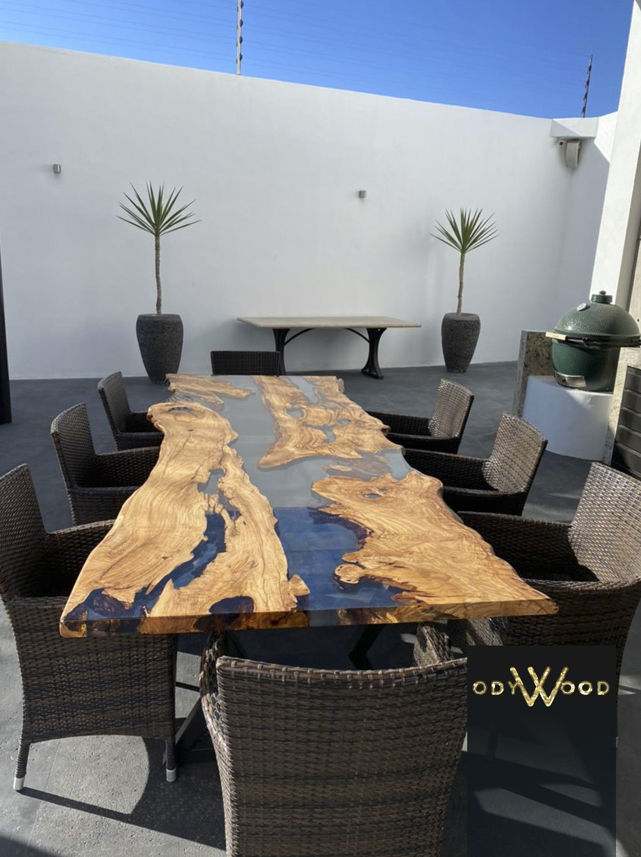 Live Edge Olive Wood Epoxy Resin Dining Table'in resmi