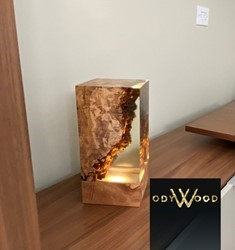 aden-cube-epoxy-resin-desk-lamp-2